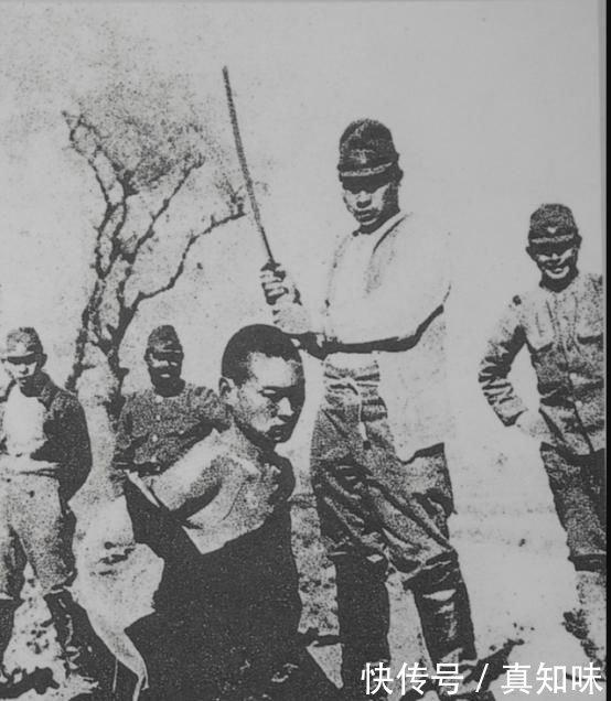 南京大屠杀的行凶者谷寿夫,为避审判装死,在押赴刑场时吓到跪下