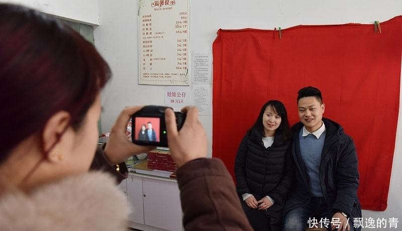 """有种""""结婚照""""叫张伦硕钟丽缇的结婚照,就是特写,网友:可以这样么"""