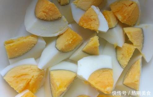 河南最怪的美食之一,凉拌鸡蛋蒜,比变蛋营养,美味更是不输变蛋