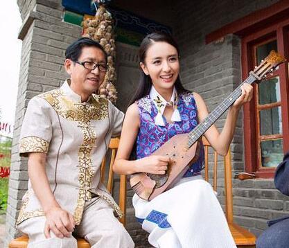 佟丽娅爸爸点赞微博:有颗忍耐的心 幸福才会来