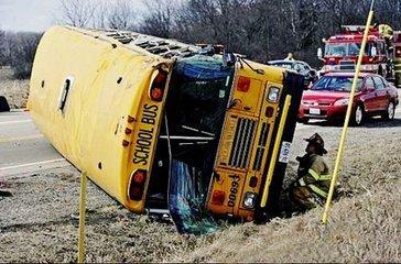 美国田纳西州发生校车事故致12人死亡
