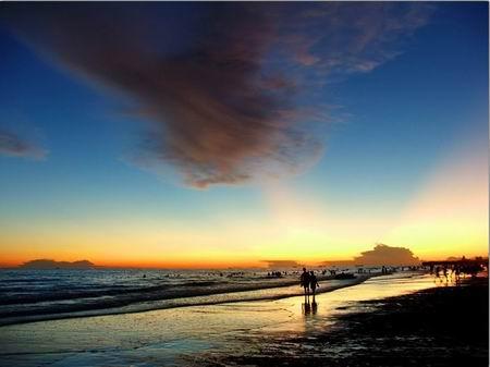 北海银滩位于风景秀丽的北海银滩国家旅游度假区内
