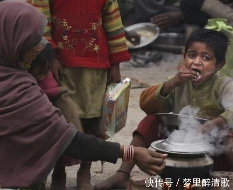 印度50度高温天气,富人有空调,穷人如何度过看完太心酸