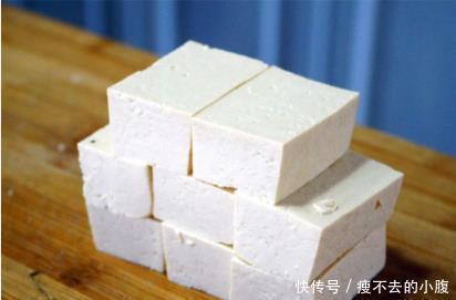 豆腐别只知道放冰箱,只需要一碗水,放一星期还新鲜滑嫩,太实用
