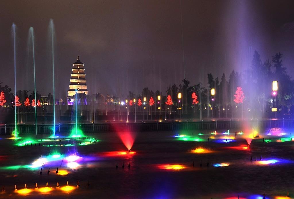 西安大雁塔北广场喷泉
