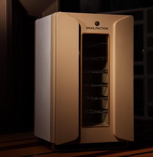 红酒柜一般采用压缩机制冷和电热制冷(半导体