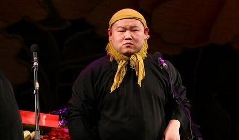 小岳岳治好了我多年的颜性恋!                               段子:爱情的巨轮说沉就沉,保持单身其实也是一种美德呀~