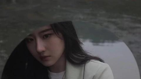 因长相酷似刘亦菲 湖北一女大学生意外火了