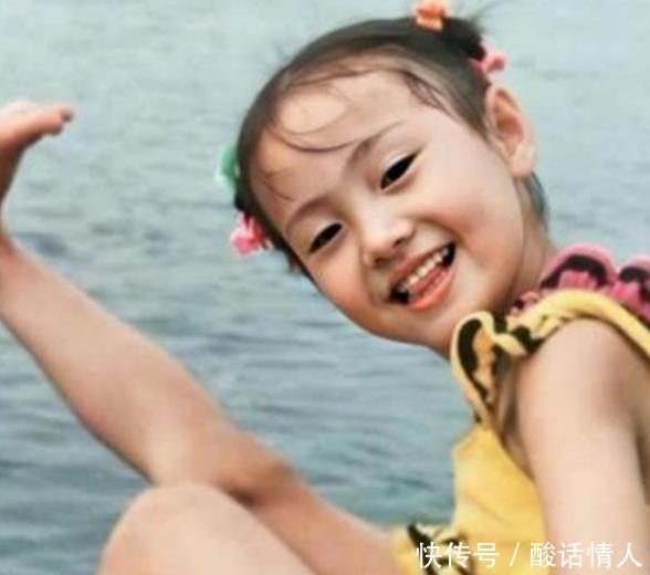女星童年照,她从小美人脸,热巴像洋娃娃,却被欧阳娜娜可爱征服