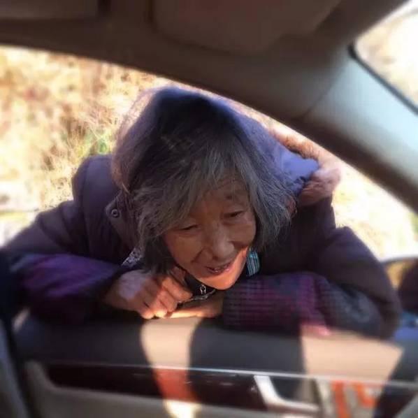 母亲送别回城儿子的眼神:很多人看哭了 - 一统江山 - 一统江山的博客