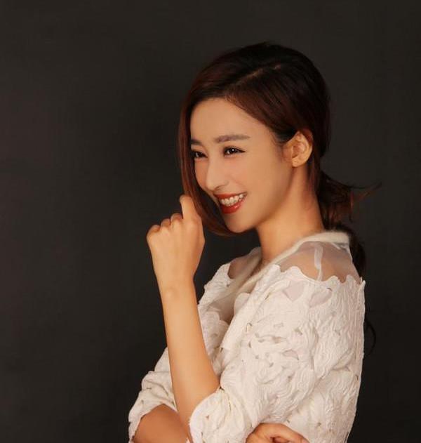 刘凡菲在《爆棚演技》中饰演厉靳媛,时光倾城常州酒店主题情趣图片