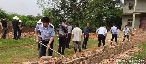 红砖已被禁用,专家:为啥有的农民宁愿被罚,也要用红砖盖房?红砖农民