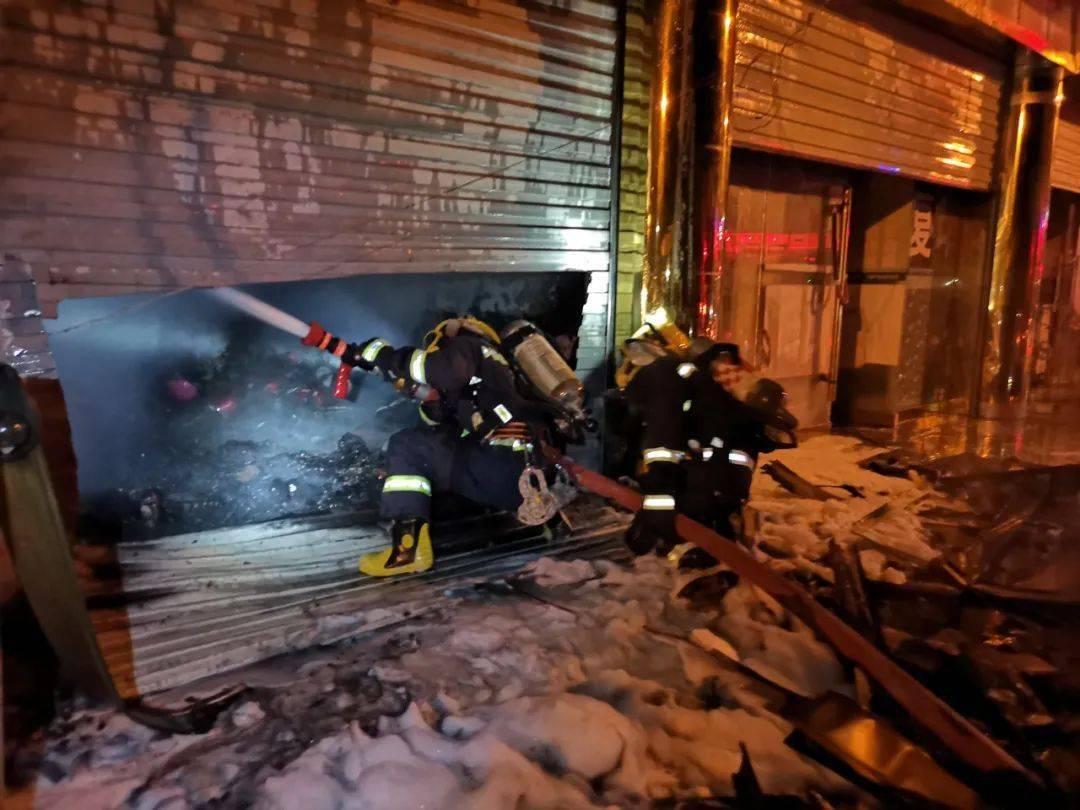 凌晨河源一小区电箱突爆炸,消防员紧急疏散8人!