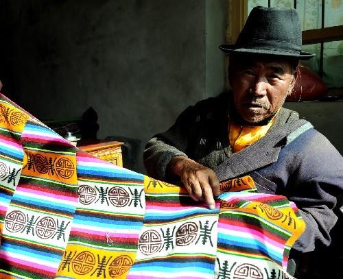 毛线编织坐垫 废旧毛线编织坐垫 毛线编织坐垫高清图片