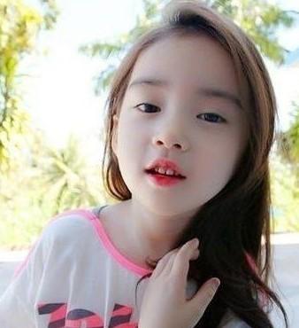 韩国六岁小萝莉的妈妈是谁?