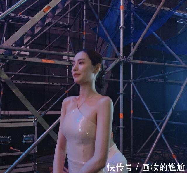 <b>NANA有望拿回最美宝座,裸色礼服太惊艳,大背头竟也能被赞像仙女</b>